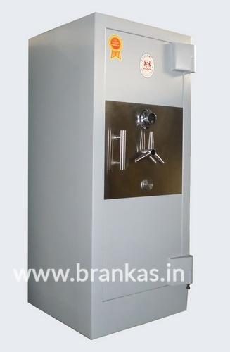 lemari-brankas-tipe-strong-safe-size-v-lima_1